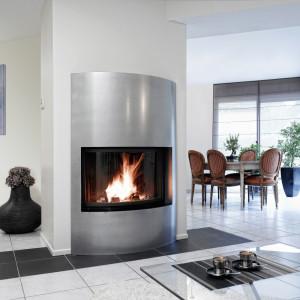 Le foyer à bois Carina Courbe allie design et performance à la perfection. La forme douce et généreuse de ce foyer offre un spectacle du feu sans précédent.