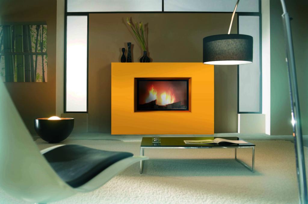 habillage contemporain cheminée à bois Wodtke Ulys 900 arabesque jaune sans stries vue d'ambiance