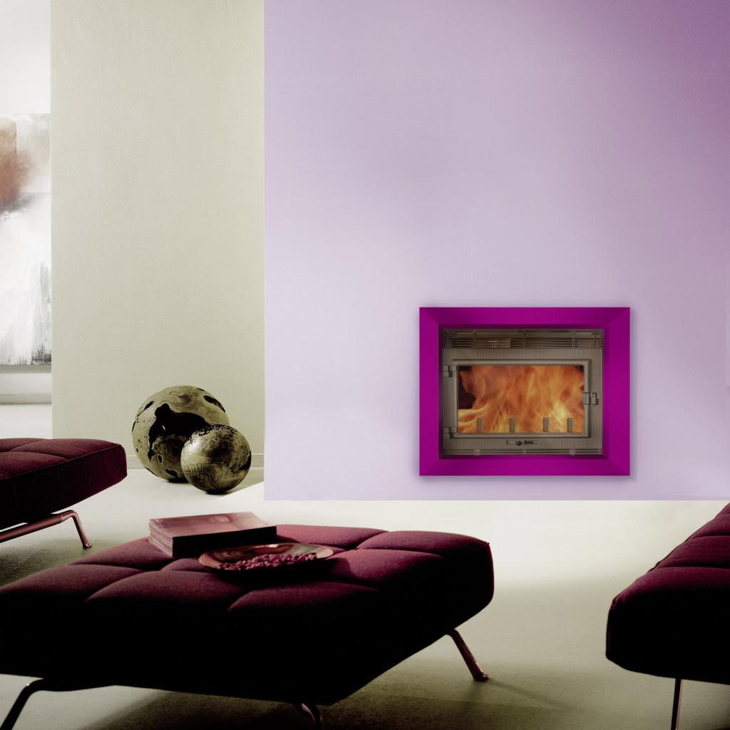 Habillage de cheminée Wodtke métallique coloré prisme violet en ambiance