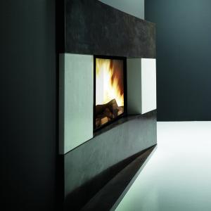 ulys 700 ZE cheminée à bois design Wodtke Ulys® 700 ZE avec chenets habillage modis horizontal blanco nacarado negro abanilla vue rapprochée